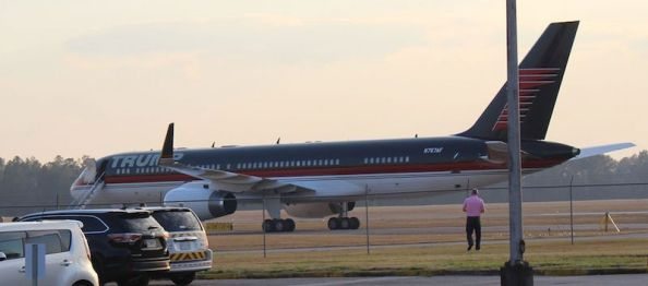 800px-trump_force_one_at_valdosta_regional_airport_a_-_cropped