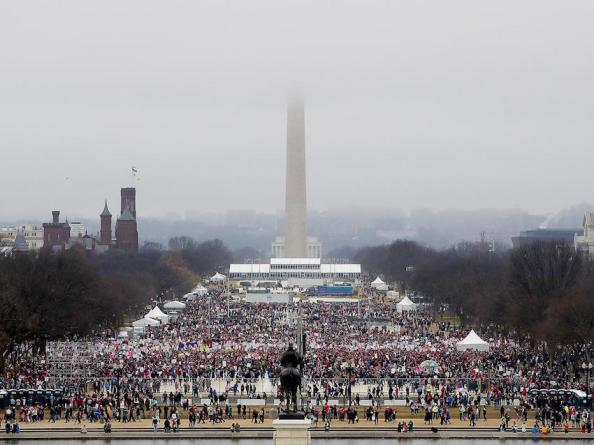 4,6 miljoner kvinnor i protest mot Trump. Kvinnomarschen i Washington hade tre gånger mer deltagare än Donald Trumps invigning Getty